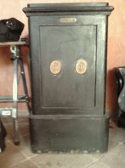 coffre fort a debattre antiquit 201 brocantes brocante 224 st hilliers reference ant bro