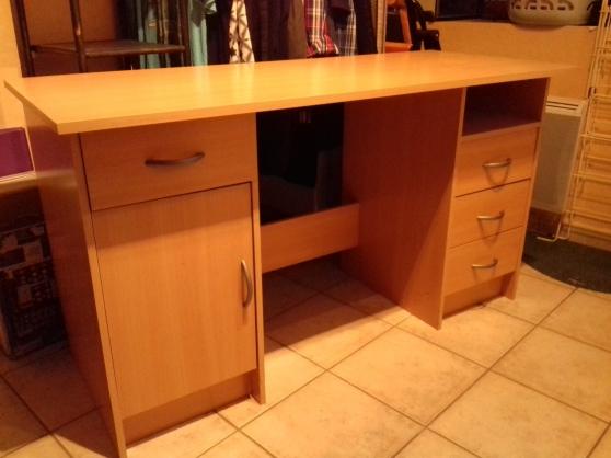 Annonce occasion, vente ou achat 'Bureau 4 tiroirs'