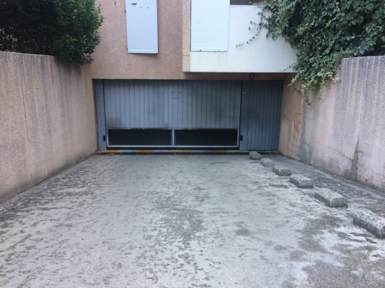 Box garage dans résidence