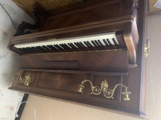 Piano droit Erard modèle 132