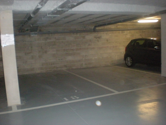 Loue grande place de parking couverte pr - Photo 3