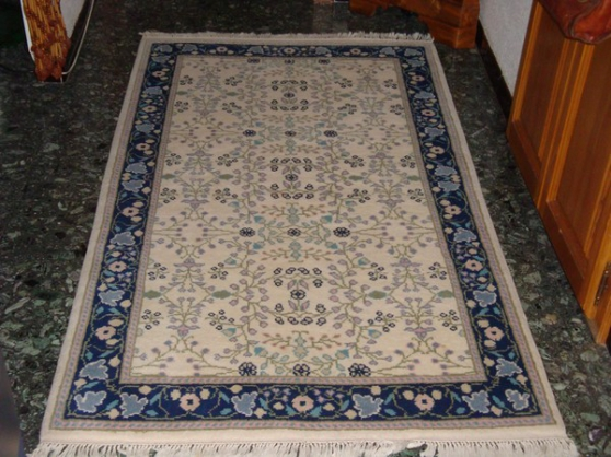 tapis tunisien fait main. Black Bedroom Furniture Sets. Home Design Ideas
