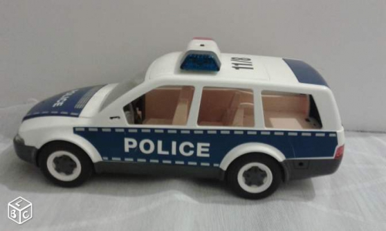 Annonce occasion, vente ou achat 'Voiture police Playmobil'