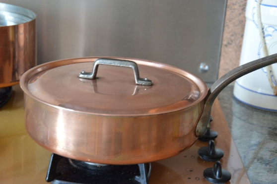 Poêle en cuivre avec couvercle