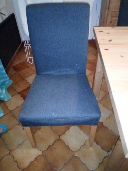 6 chaises Ikea avec des pieds en bois