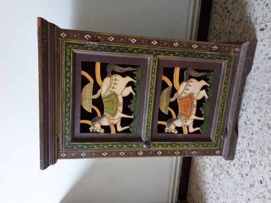 Meuble bas art hindous