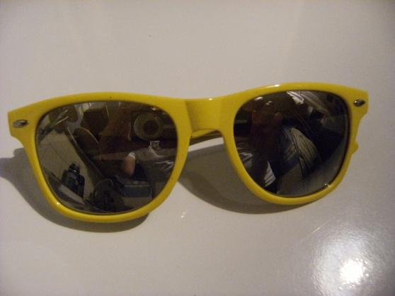 Petite Annonce : Paire de lunette de soleil femme - Paire de lunette de soleil femme   UV 400 protection  lunette