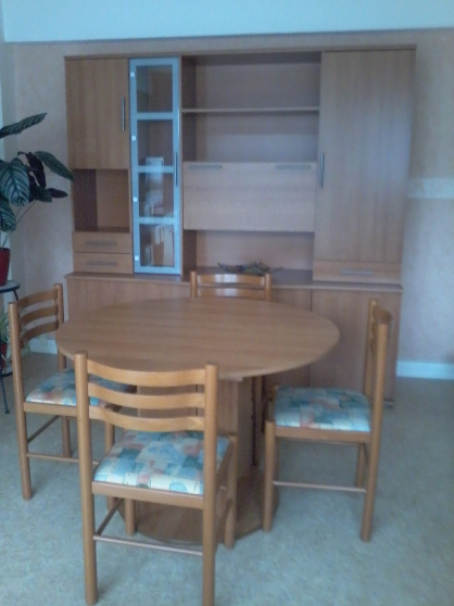 living table 4 chaises meubles d coration dons de meubles lillebonne reference meu don. Black Bedroom Furniture Sets. Home Design Ideas