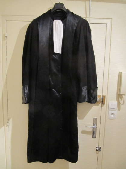robe d 39 audience magistrat v tements homme divers homme rennes reference v t div rob petite. Black Bedroom Furniture Sets. Home Design Ideas