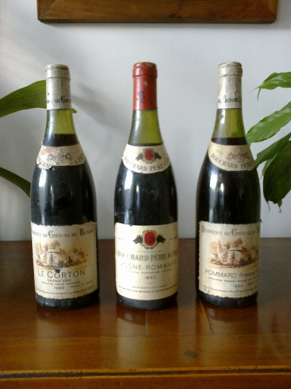 trois jolies bouteilles de vin