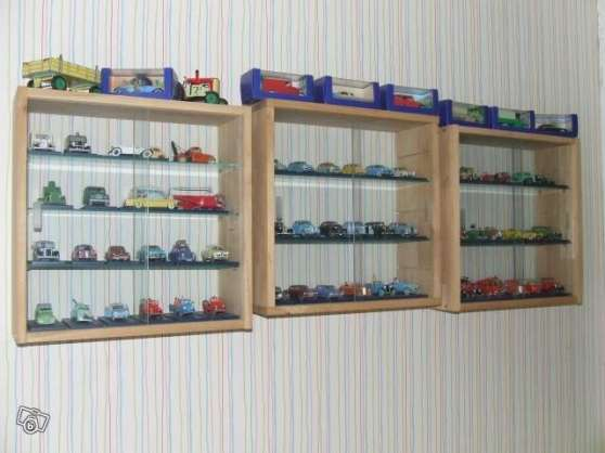 collection voiture tintin avec vitrine arras collections collections diverses arras. Black Bedroom Furniture Sets. Home Design Ideas