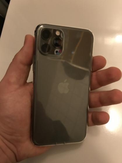 iPhone 11 par Max 64GB.