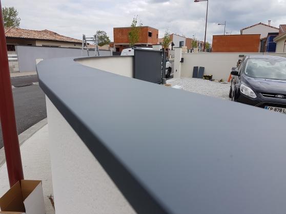 nouvelle couvertine ou chaperon en alumi auterive mat riaux de construction mat riaux de. Black Bedroom Furniture Sets. Home Design Ideas