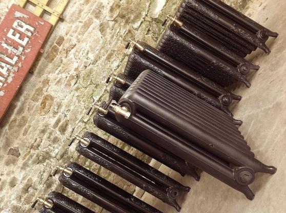 radiateur fonte fleuri ancien quimper antiquit art brocantes pi ces d 39 arts quimper. Black Bedroom Furniture Sets. Home Design Ideas