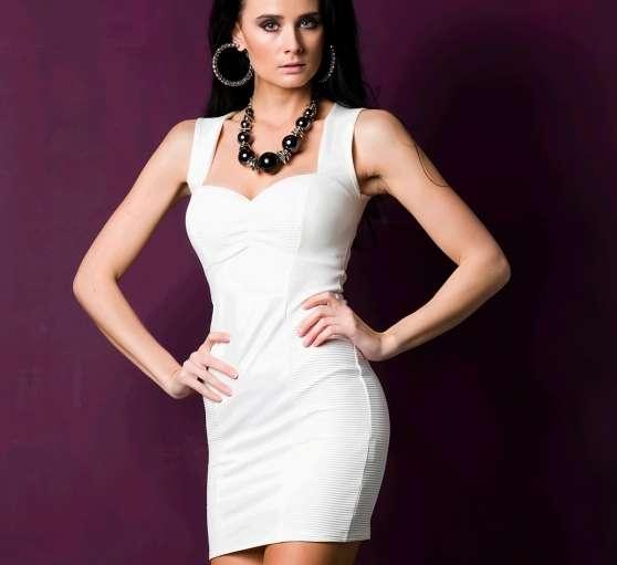 robe blanche moulante look cuir - Annonce gratuite marche.fr