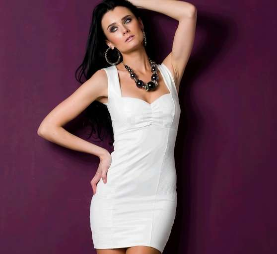 Robe Blanche Moulante Look Cuir - Photo 4