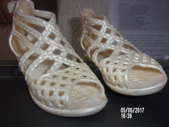 Annonce occasion, vente ou achat 'sandales blanches fille 26 fashion neuve'