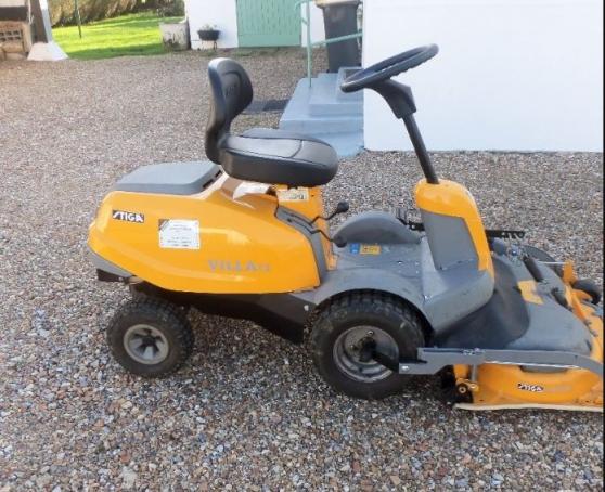 Petite Annonce : Tracteur tondeuse coupe frontale - Tracteur tondeuse coupe frontale stiga villa 12 mulching plateau 85