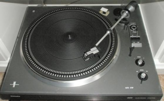platine vinyle philips audio t l dvd cd tourne disques loos reference aud tou pla. Black Bedroom Furniture Sets. Home Design Ideas