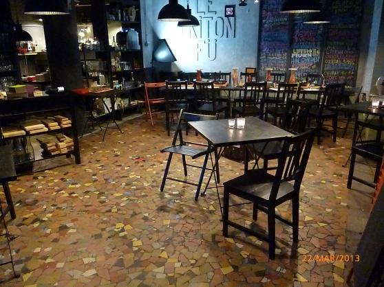 Cafe-Bar vue superbe sur le port. 20 000