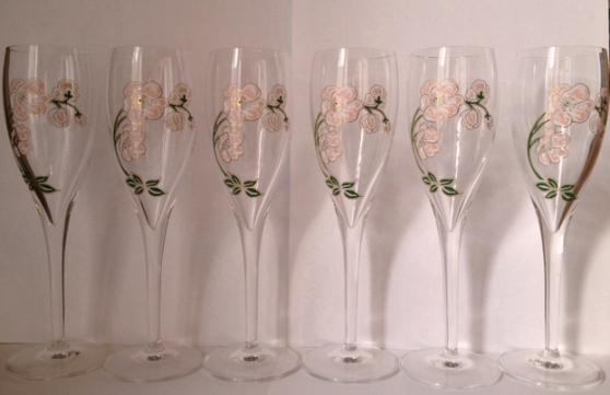 Annonce occasion, vente ou achat '24 flutes a champagne PERRIER . JOUET'