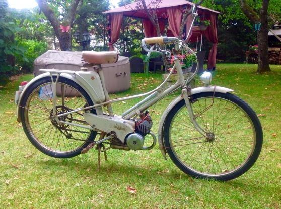 mobylette motobecane av32 carte grise moto scooter v lo anciennes montargis reference. Black Bedroom Furniture Sets. Home Design Ideas