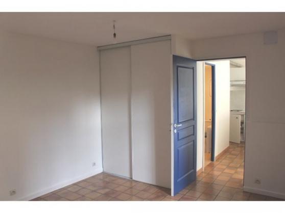 joli appartement de 2 pi ces versailles immobilier location appartements 2p versailles. Black Bedroom Furniture Sets. Home Design Ideas