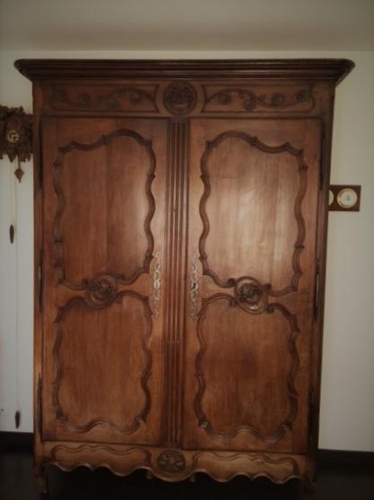 armoire en chêne très ancienne