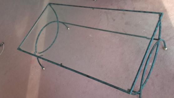 Table basse en verre sur métal