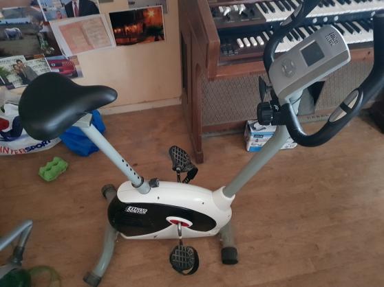 vélo d'appartement très peu servi état n