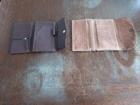 Annonce occasion, vente ou achat 'Lot de 2Lot de 2 porte chéquiers en cuir'