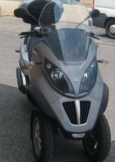 Tricycle 400 cm3 Piaggio MP3 LT, de juin