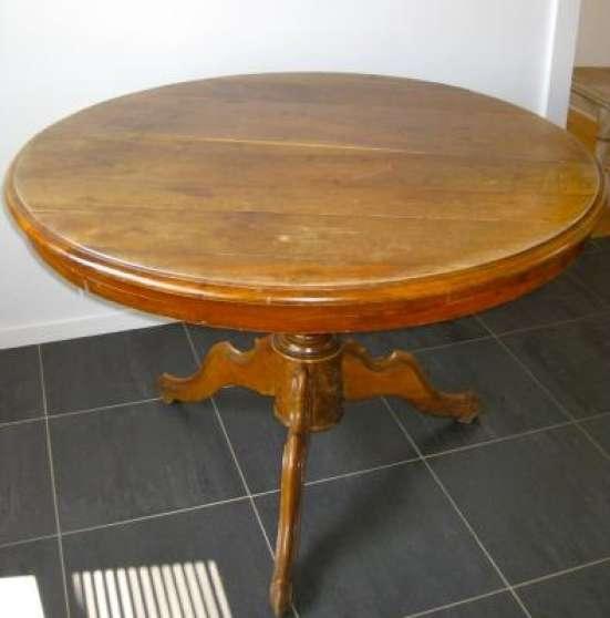 A VENDRE TABLE RONDE EN BOIS MASSIF