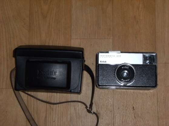 "Appareil photo ""instamatic"" Kodak 233"