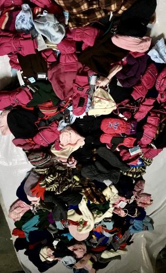Lot 400 articles hiver neuf enfant - Photo 4
