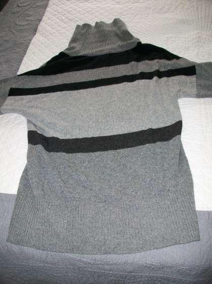 pull gris et blanc - col large - 42