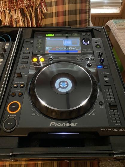 2 Pioneer CDJ-2000NXS2 extrêmement clean