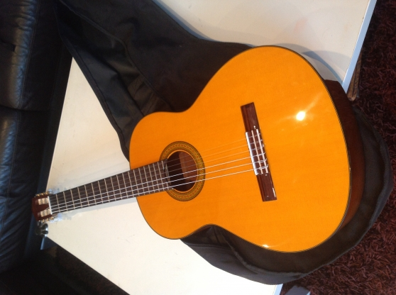 guitare acoustique claye souilly musique instruments. Black Bedroom Furniture Sets. Home Design Ideas