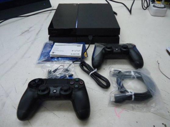 PlayStation 4 + 2 manettes + 2 jeux + 1