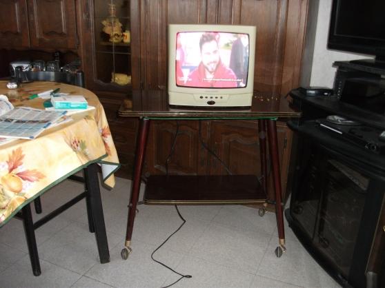 TV couleur 36cm + son meuble à roulettes - Photo 3
