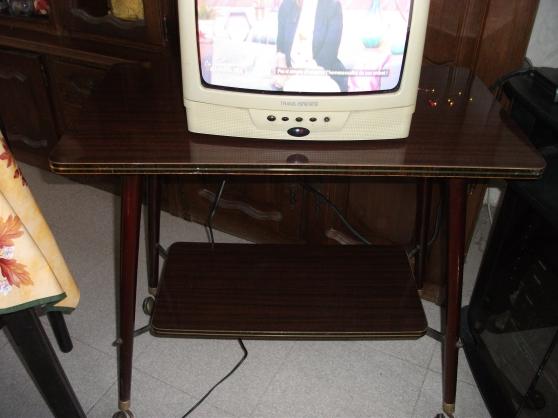 TV couleur 36cm + son meuble à roulettes - Photo 4