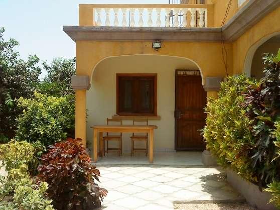 Location studio dans villa avec piscine