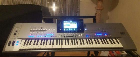 Synthétiseur à clavier Yamaha Tyros5-76
