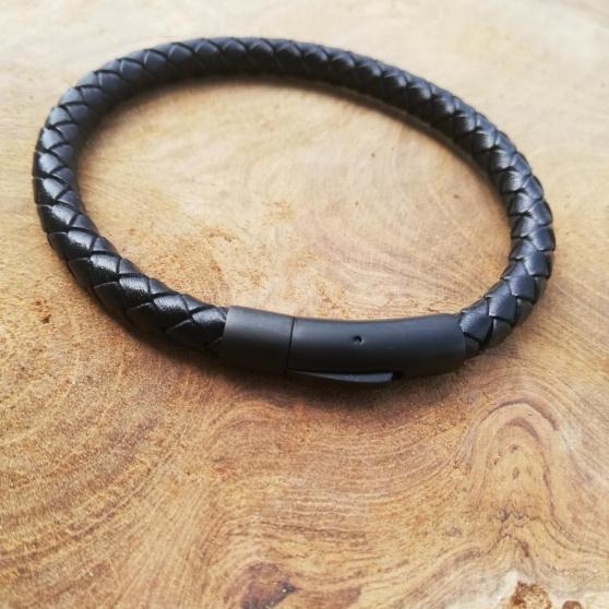 Annonce occasion, vente ou achat 'Bracelet en cuir tressé'