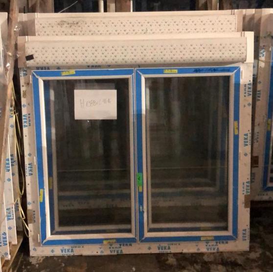 Fenêtre avec volet roulant en stock