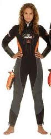 Annonce occasion, vente ou achat 'Combinaison plongée BEUCHAT 7mm femme'