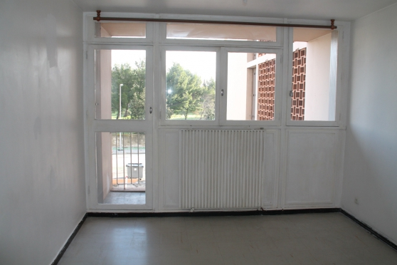 Annonce occasion, vente ou achat 'T3 60M2 1er Etage Quartier Sud Salon'