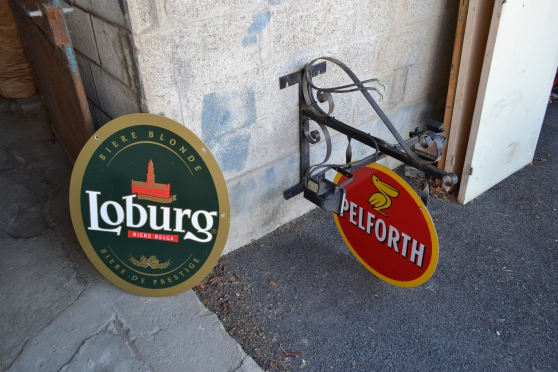 Enseignes de bar PELFORTH et LOBURG