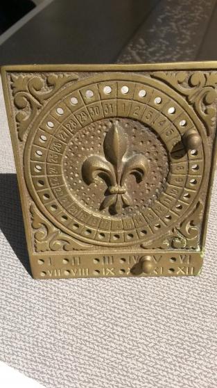 Annonce occasion, vente ou achat 'ancien calendrier en bronze'