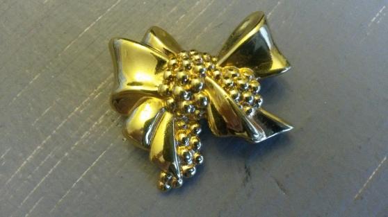 Annonce occasion, vente ou achat 'Broche dorée LANVIN'